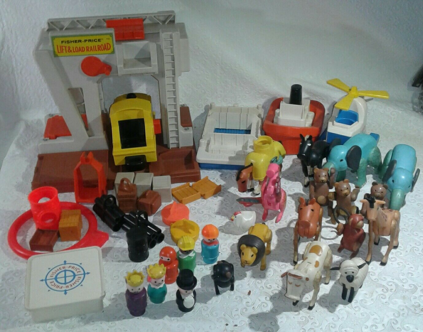 Vintage fisher price little people 945-943 parts lot +animals made made made in Hong Kong 863753