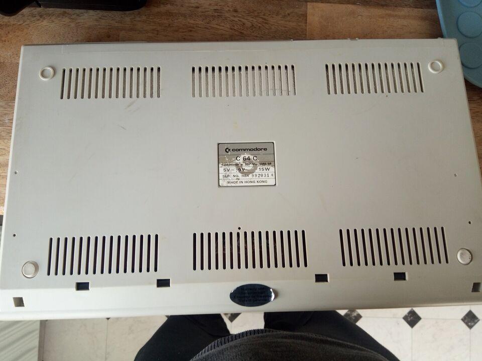 Commodore 64c, spillekonsol, God