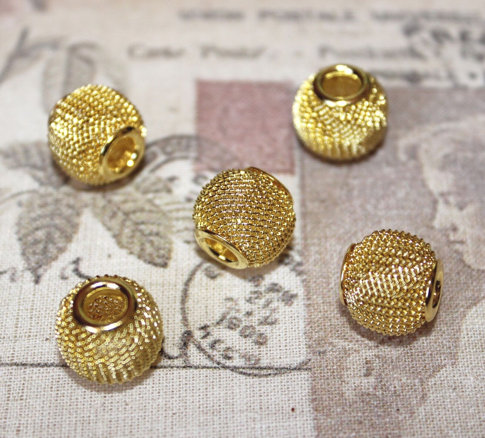 MB36 10 x Pretty Round Filigree BRASS Beads Gold Plated 8mm Nickel Free Craft