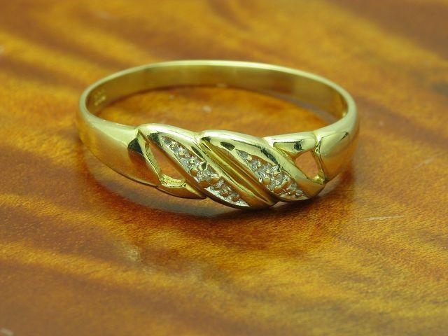 8kt 333 yellowgold Ring mit Diamant Besatz   1,5g   RG 57,5