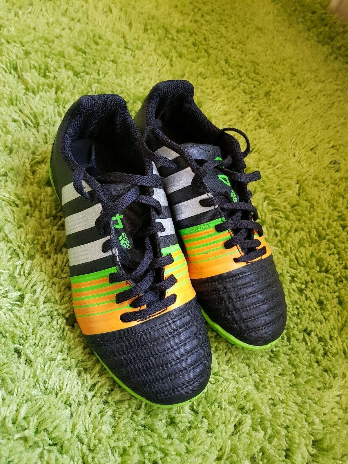 Astredurf football boots size 4