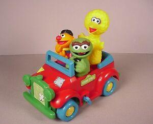 Vintage Sesame Street Toy Wind Up Car Muppets Hensen Big Bird Ernie
