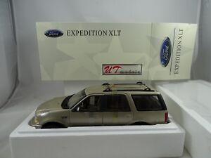1-18-Ut-Autoart-22716-Ford-Expedicion-Regular-Xlt-Metalico-Oro