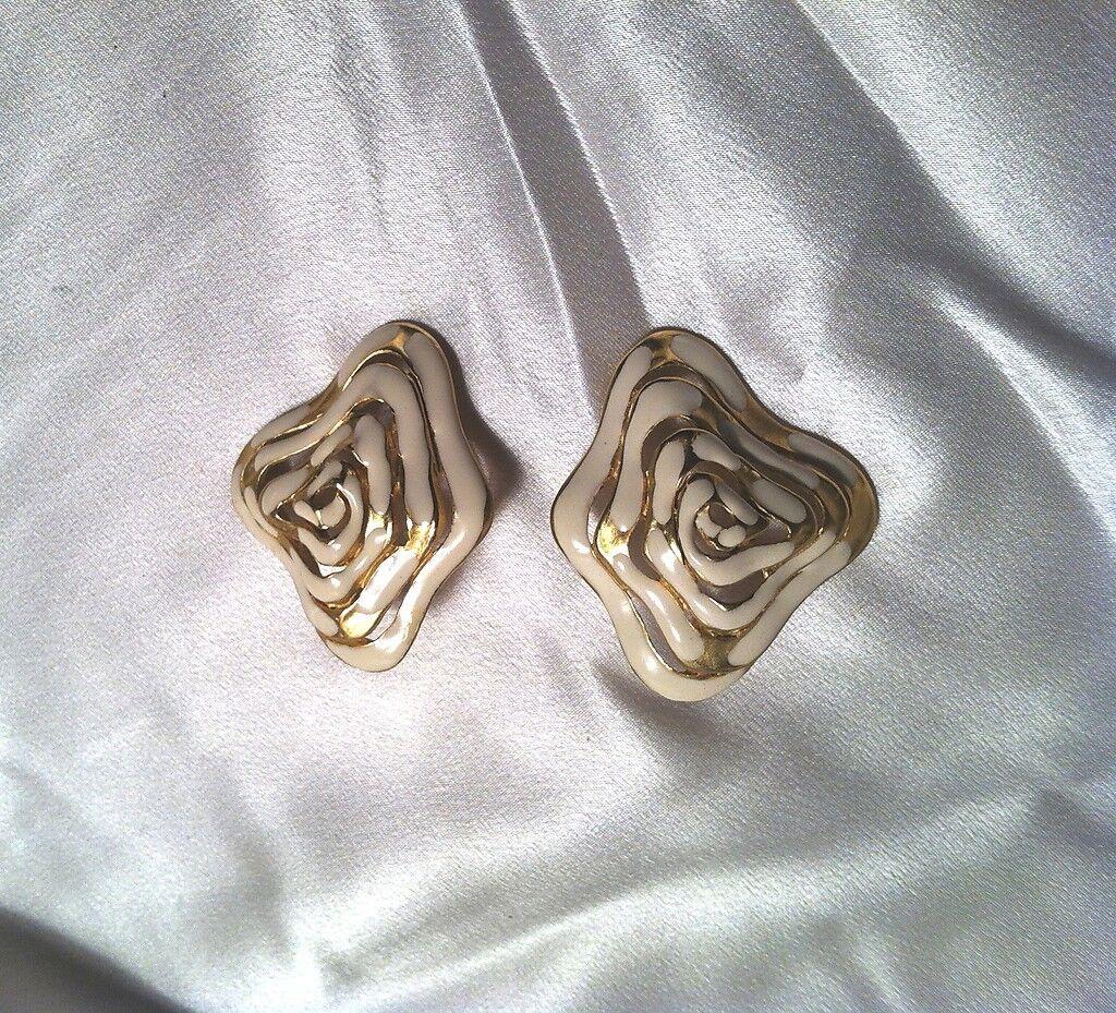 PEP Erwin Pearl Off White Enamel & gold Tone Wavy Amoeba Basket Pierced Earrings