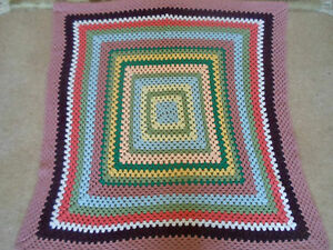 """Bon Fait Main Rétro Crochet Granny/nursery Couverture-vw-festival 43"""" X 43""""-afficher Le Titre D'origine"""