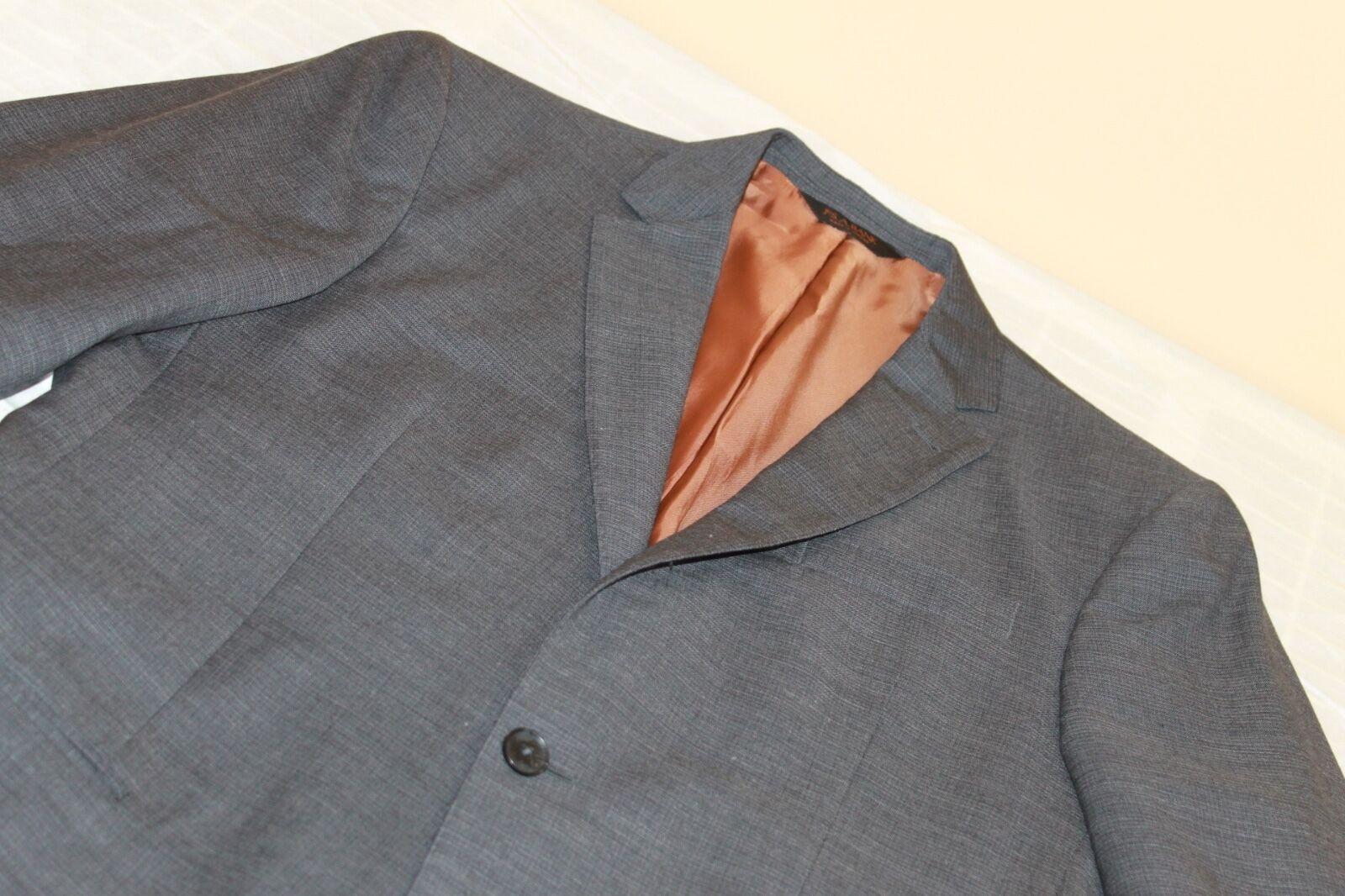 NEW WITHOUT TAGS JOS A BANK grau Suit 40 L 100% Wool