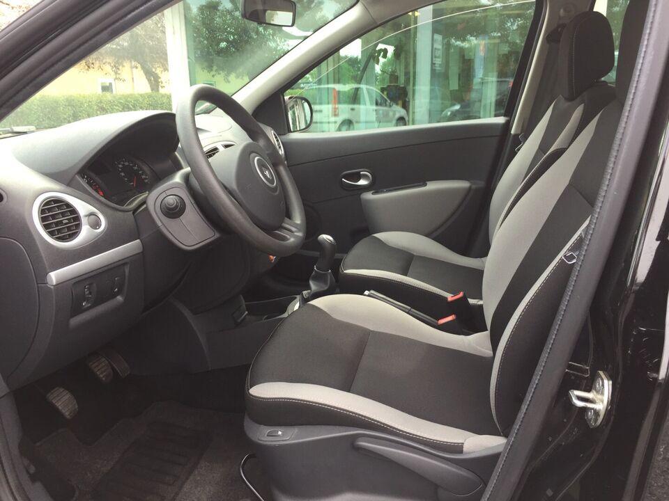Renault Clio III 1,2 16V Expression ST Benzin modelår 2012