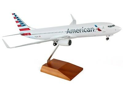 Skymarks SKR8231 United Airlines Boeing 737-8 Desk Display 1//100 Model Airplane