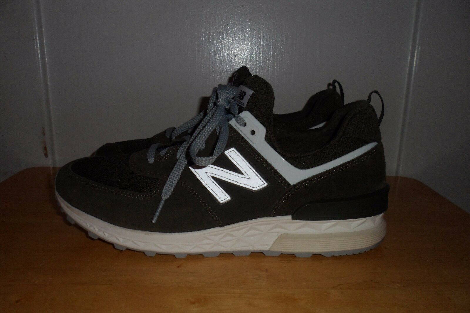 MUST SEE FABULOUS  109.00 2017 NWOT NEW BALANCE MS574BM MEN 11 D