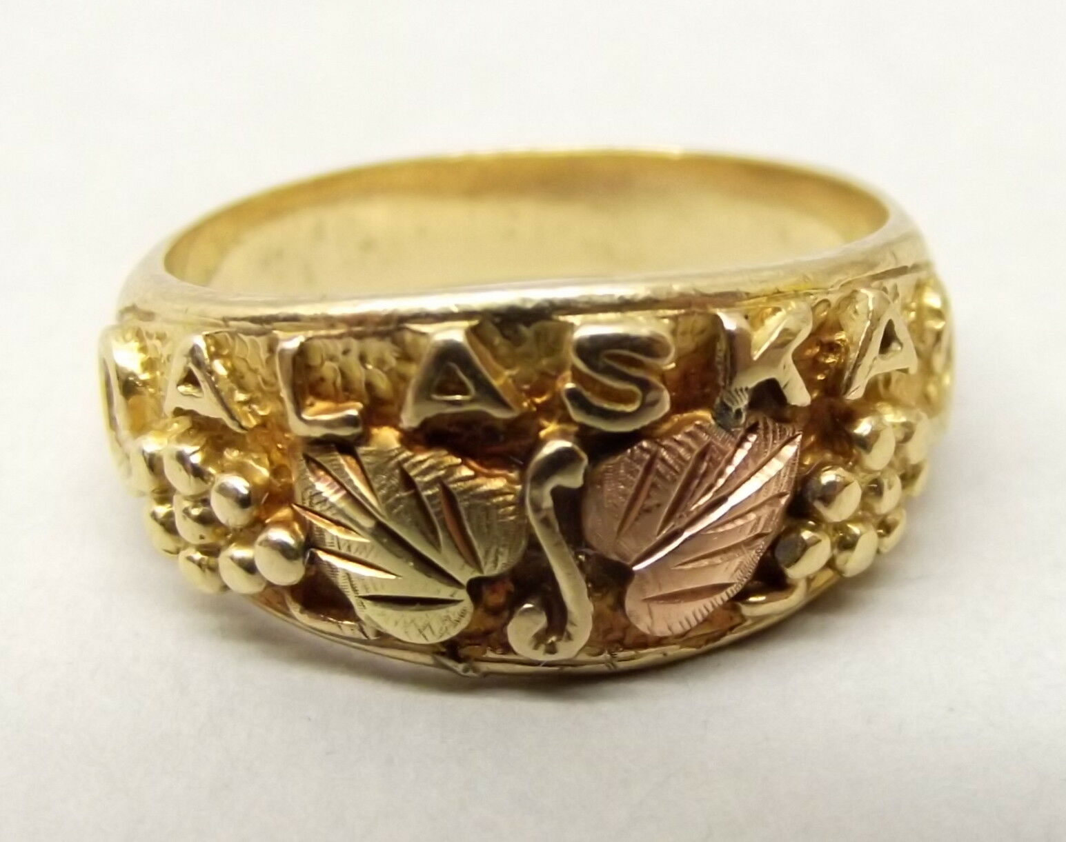 Vtg 10K gold Alaskan Ring Sz 6.5 Grape Leaf Vine Ornate 12k Yellow pink gold