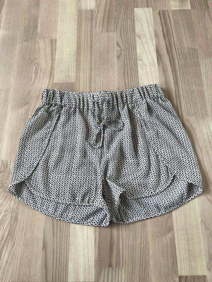 Shorts, Only Studio, str. 38