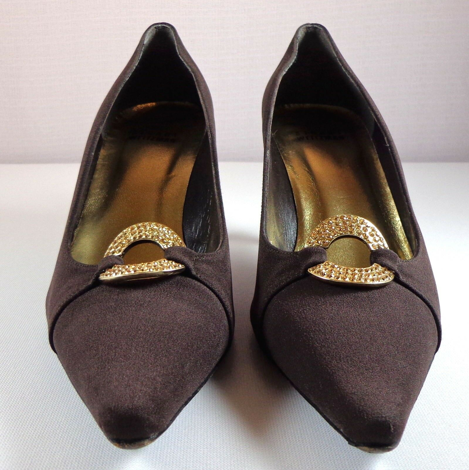 Stuart Weitzman Womens Brown Pumps 7.5 M shoes Jeweled Round Embellishment