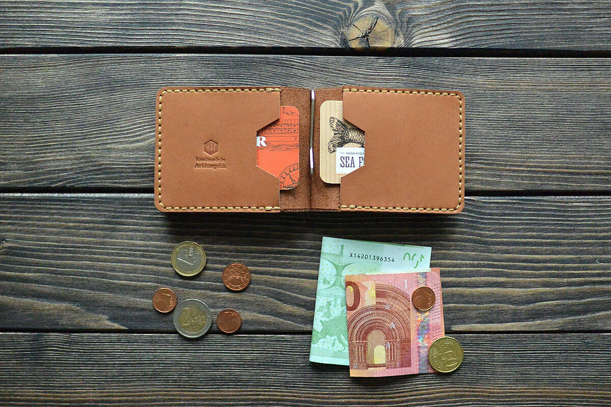 Leather money clip wallet. Men bifold wallet. Personalized gift. Hand made. L...