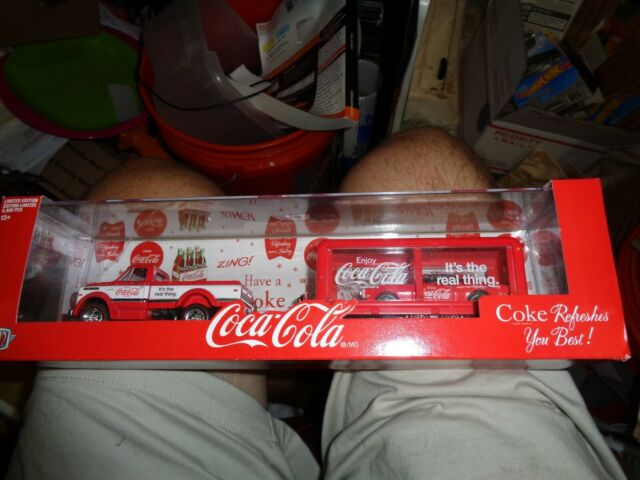 M2 Machines Auto Hauler Coca-Cola 1970 Chevy C60 Truck /& 1968 Chevy Camaro SS