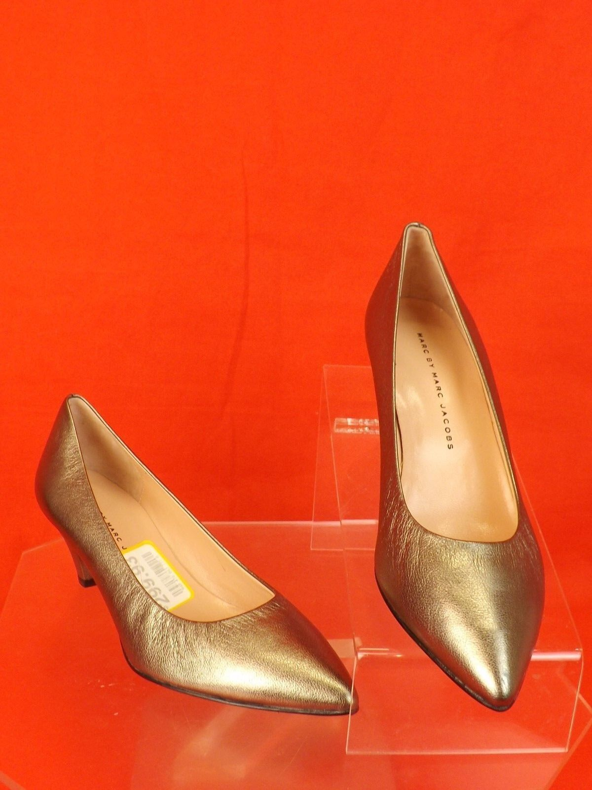 NIB MARC LEATHER BY MARC JACOBS SILVER LEATHER MARC LOW HEEL CLASSIC PUMPS 37.5 6677da