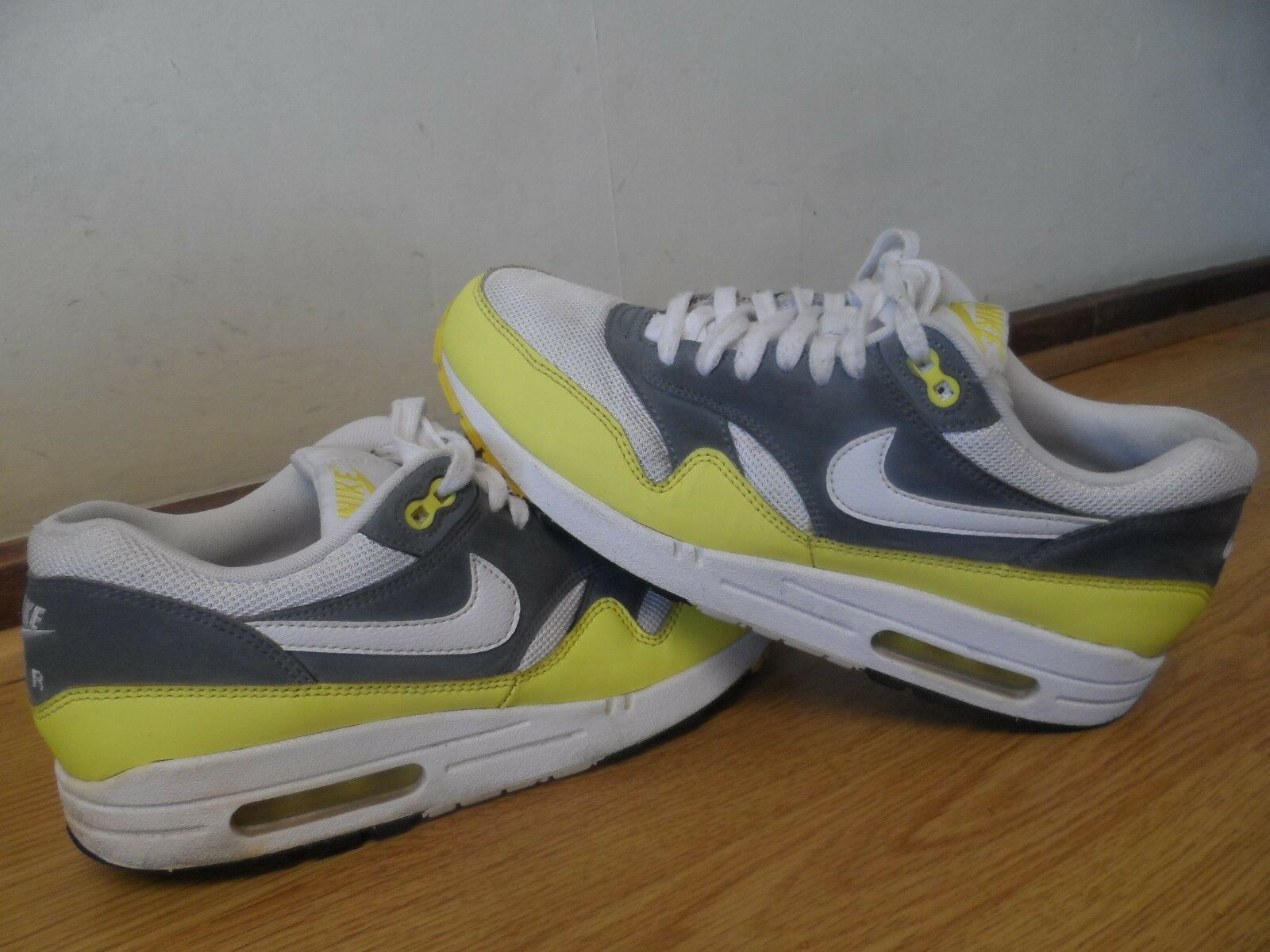 NIKE AIR MAX MENS TRAINERS SIZE / MADE IN VIETNAM