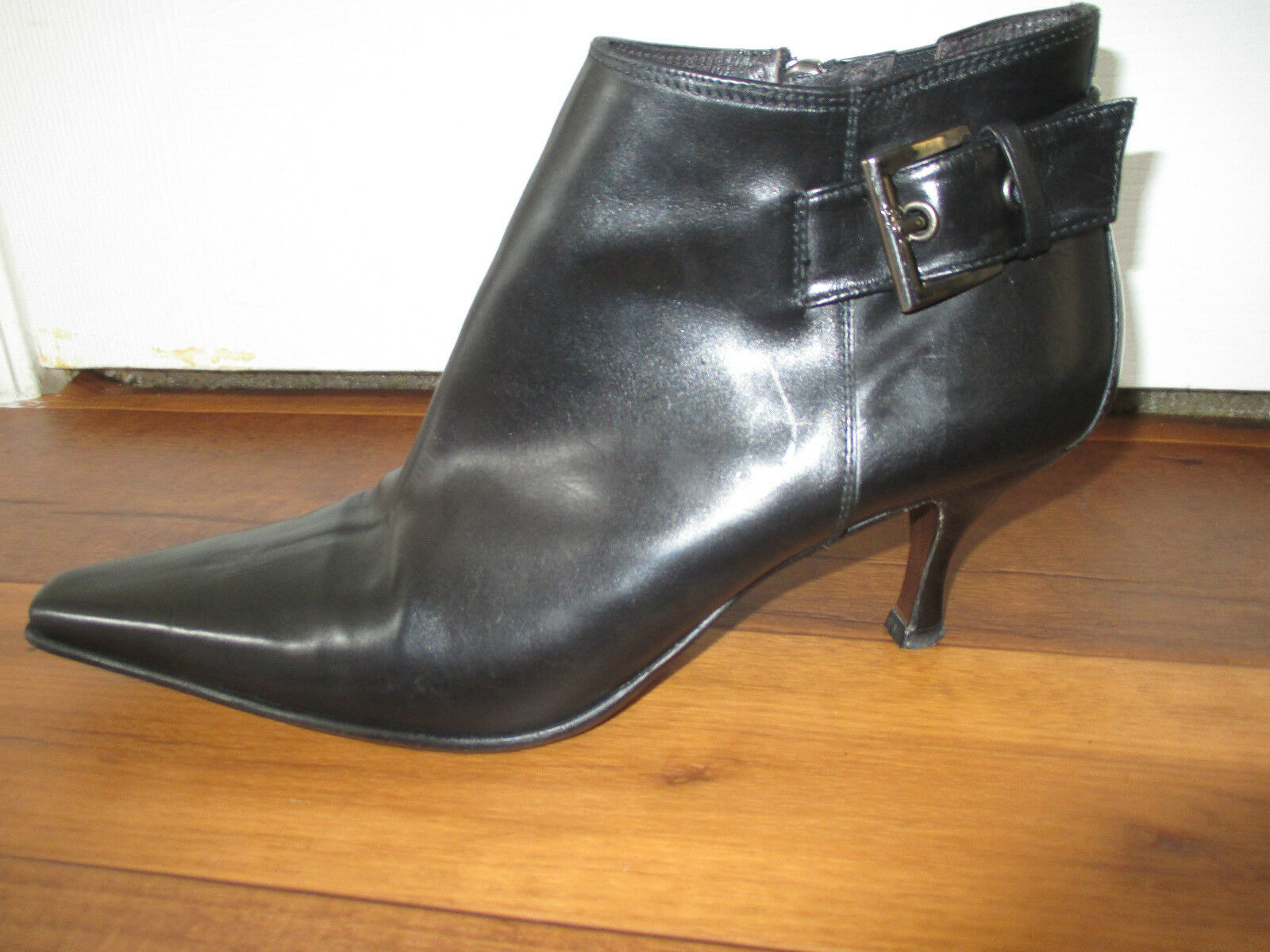 Women's Donald J. Pliner Loni Black Leather Ankle Boot Size 8 1/2 M