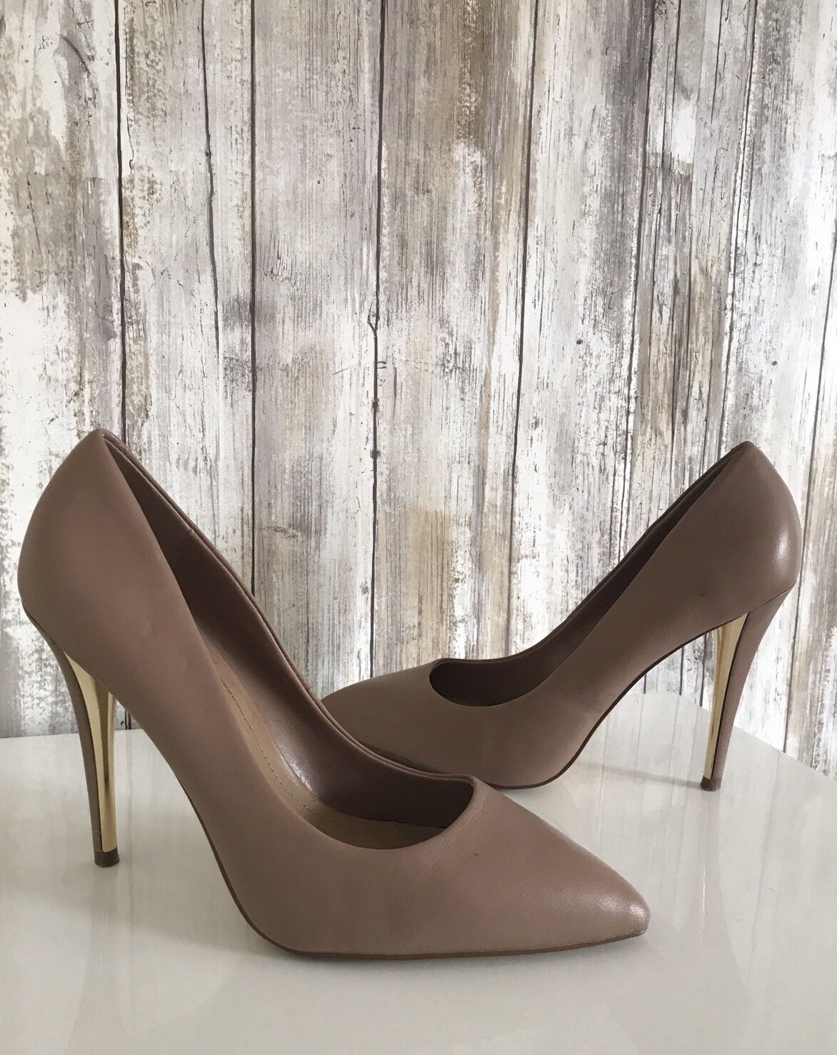 STEVE MADDEN Nude Beige Leather Gold Stiletto Heels 7.5 Classic RARE!