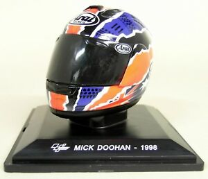Altaya-1-5-Scale-Mick-Doohan-1998-Arai-Moto-GP-Helmet-with-Plinth-and-Case