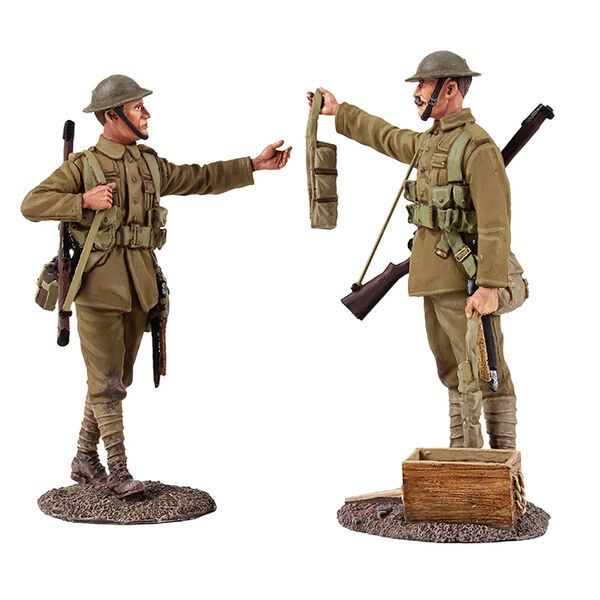 W Britain 23099  Going Up the Line  - British Infantry Handing Out Ammo, 1916-18