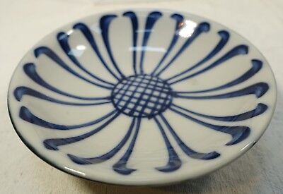 "A104 Asian Porcelain Lotus Design Low Bowl Blue & White Black 5 1/4"" Vintage"