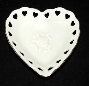 Lenox-Heart-Collection-Heart-Shaped-Jewelry-Dresser-Dish-Gold-Trim