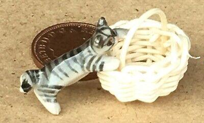 Escala 1:12 negro grande con un gato de cerámica curioso barril tumdee Casa De Muñecas Pet