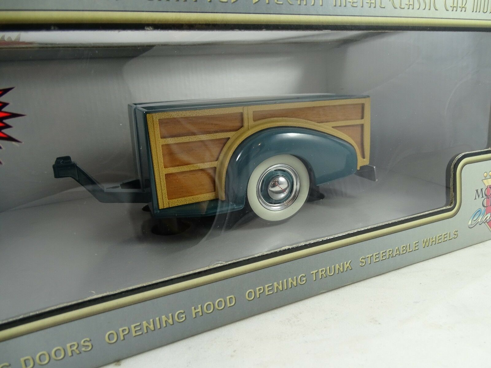 1 18 Motor City Classics 1939 Chevy Master Deluxe Woody Wagon Trailer Green