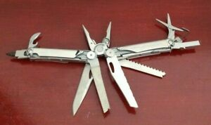 COLLECTIBLE-LEATHERMAN-WAVE-STAINLESS-MULTI-TOOL