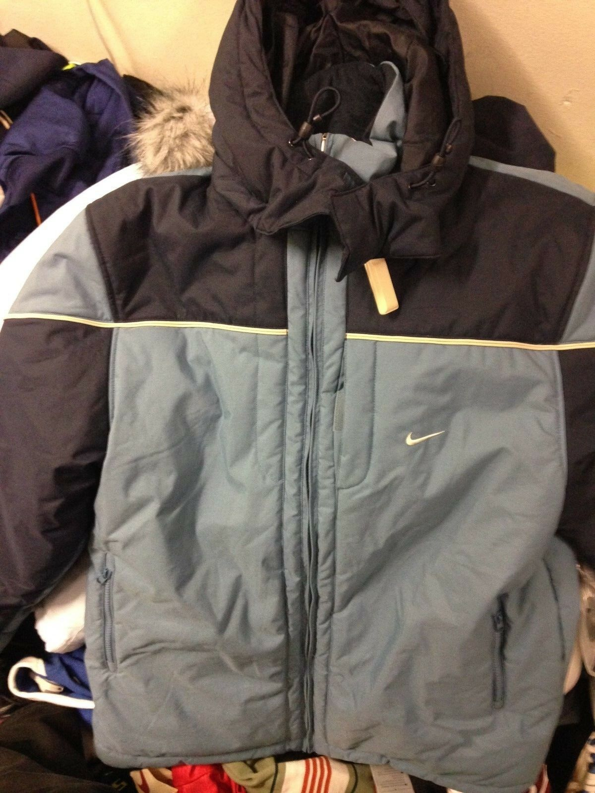 NIKE WINTER COAT IN NAVY IN small 34 36 or LARGE 40 42 42  INCH MID LENGHTAT
