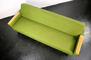 Daybed sofa gr n schlafsofa metallkufen teak armlehnen for Schlafsofa 70er