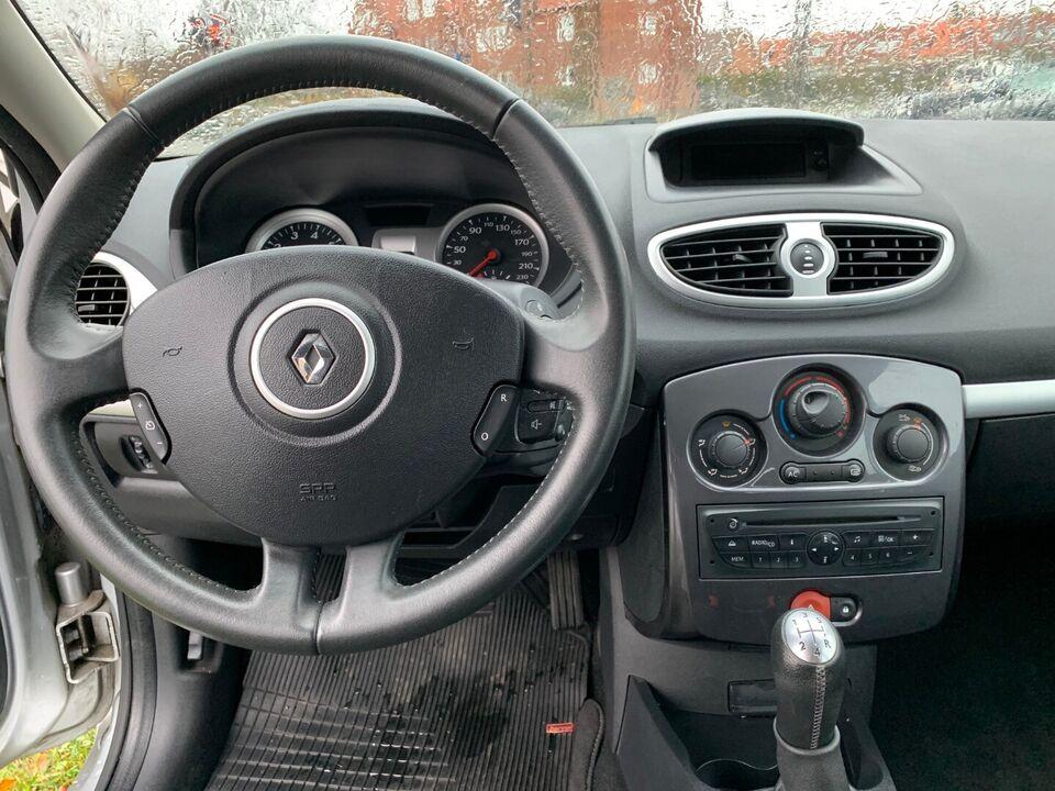 Renault Clio III 1,2 16V TCe Expression Benzin modelår 2012