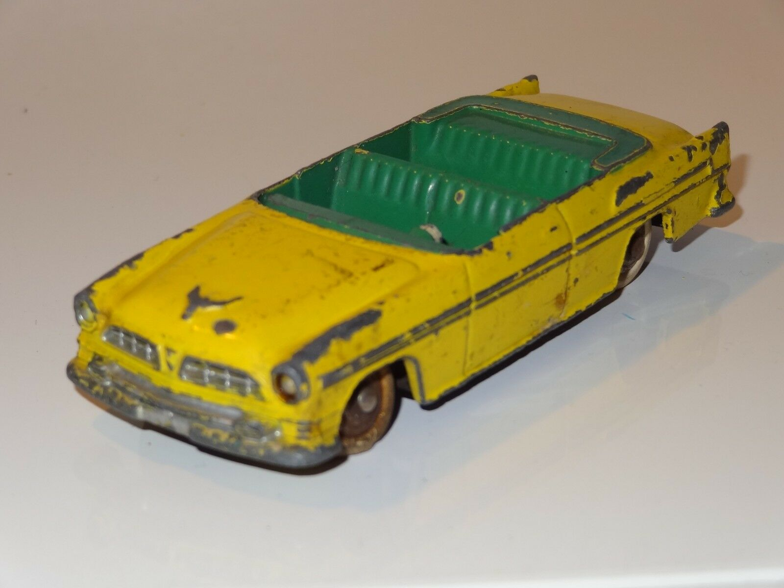 (W) french dinky CHRYSLER NEW YORKER 1955 - 24A for restoration