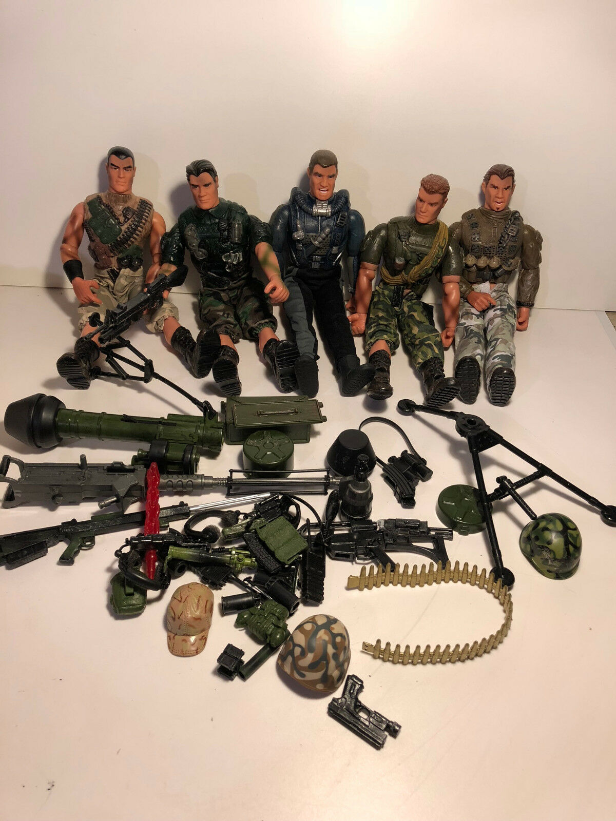 LARGE  Lot of 5 MILITARY DOLLS AND ACCESSORIES  LANARD  2003