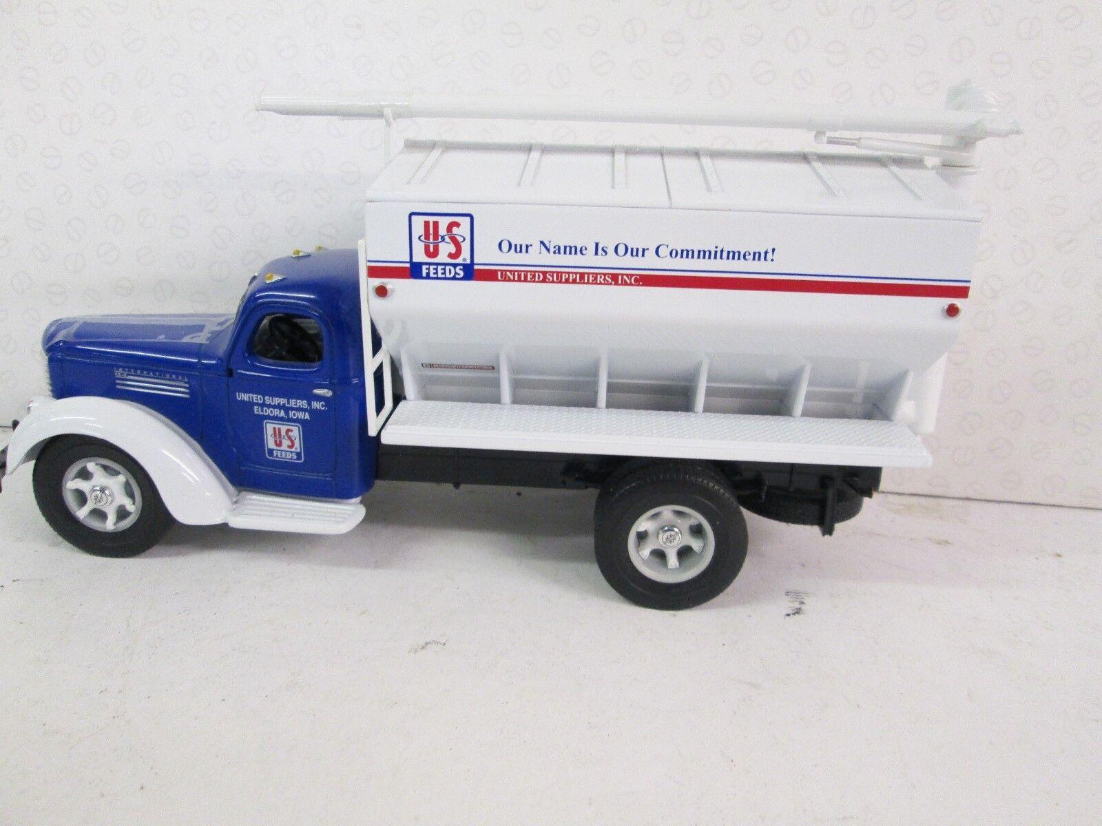 1st gear. INTERNATIONAL KB-8. En vrac Feed camion. échelle 1 34. 19-3339