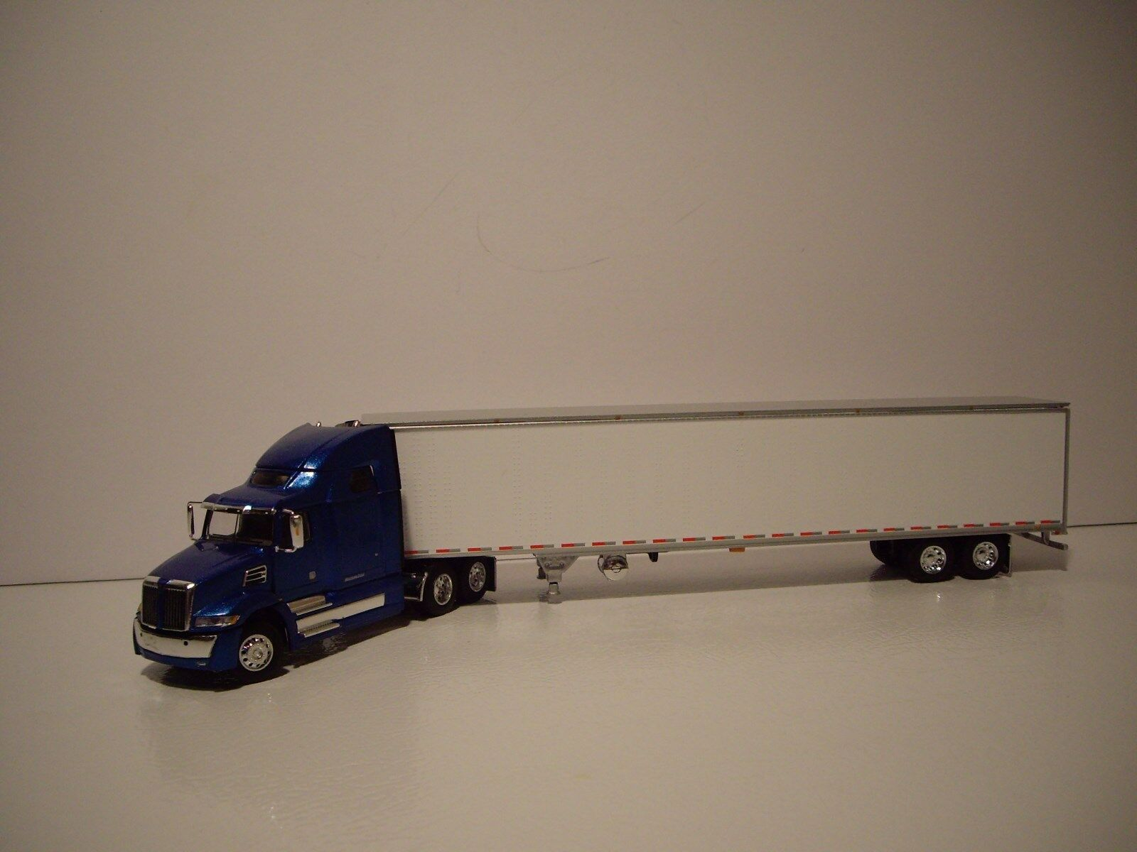 DCP 1/64 blu WESTERN STAR 5700XE WITH HIGH ROOF SLEEPER AND REEFER VAN TRAILER