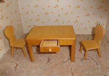 Eßtisch mit Schublade und 2 Stühle für Puppenstube