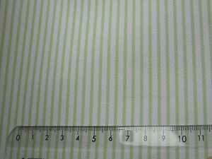 gruen-weiss-schmal-gestreifte-TAPETE-ideal-fuer-PUPPENSTUBE-Bogen-30x53cm
