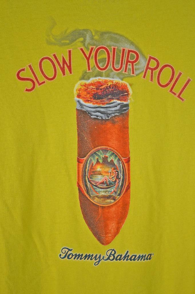 Tommy Bahama T-Shirt Pullover Größe XXL Gelb Slow Your Roll Smoking Cigar New