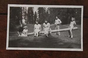 Photo-famille-Vintage-snapshot-1947-Savoie-Montagne-Aux-Communaux-scene-de-vie