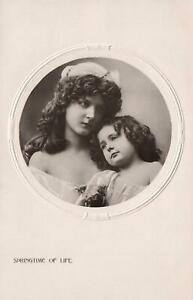 VINTAGE-REAL-PHOTO-of-2-GORGEOUS-YOUNG-GIRLS-POSTCARD-INTERESTING-MESSAGE