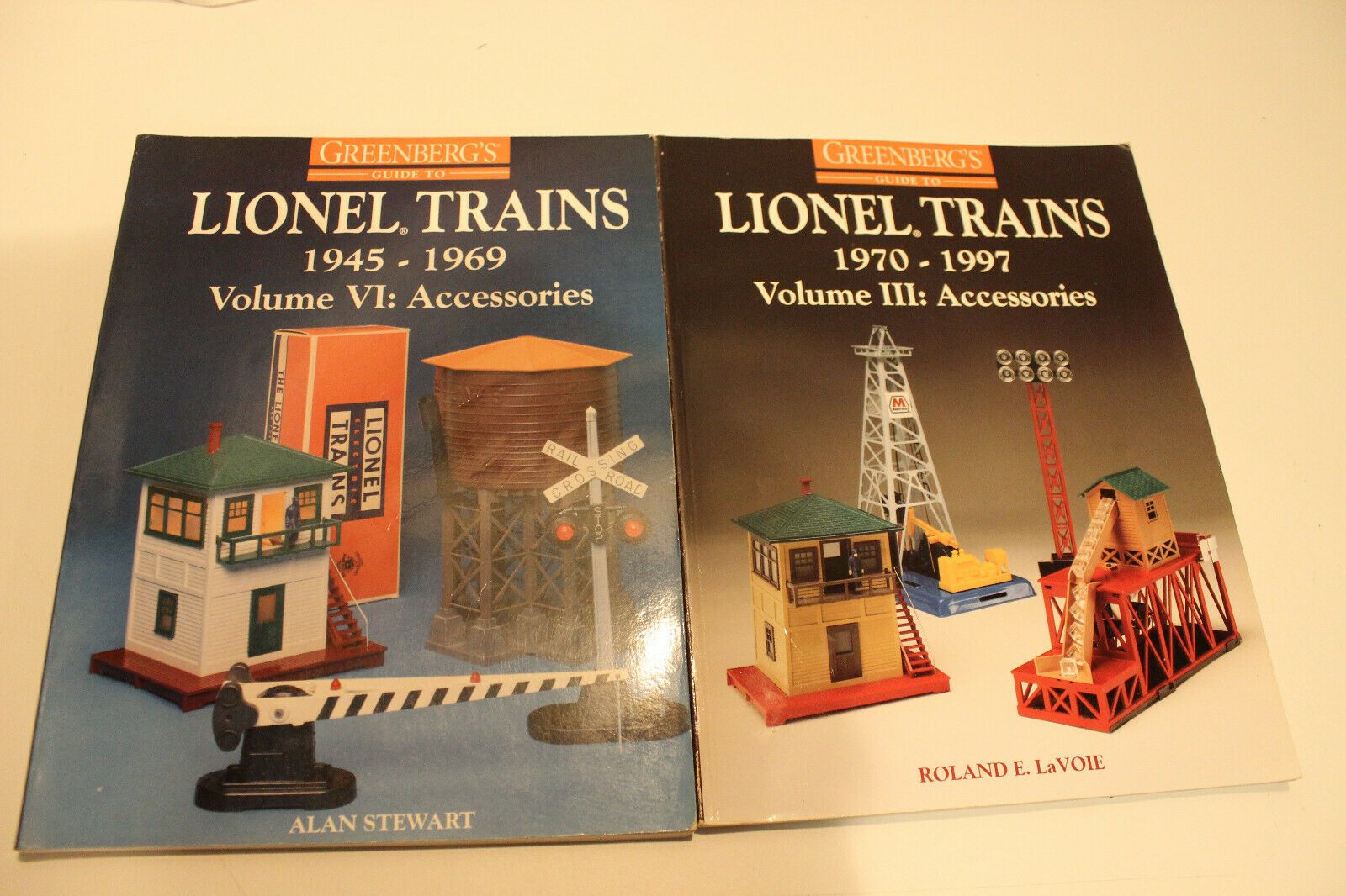 2 Greenberg's Guide to LIONEL TRAINS 45 - 197 Volumes III & VI Accessories soft