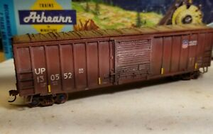 Athearn-HO-Union-Pacific-50-039-Weathered-boxcar-Railbox-type-metal-wheels-rtr-UP