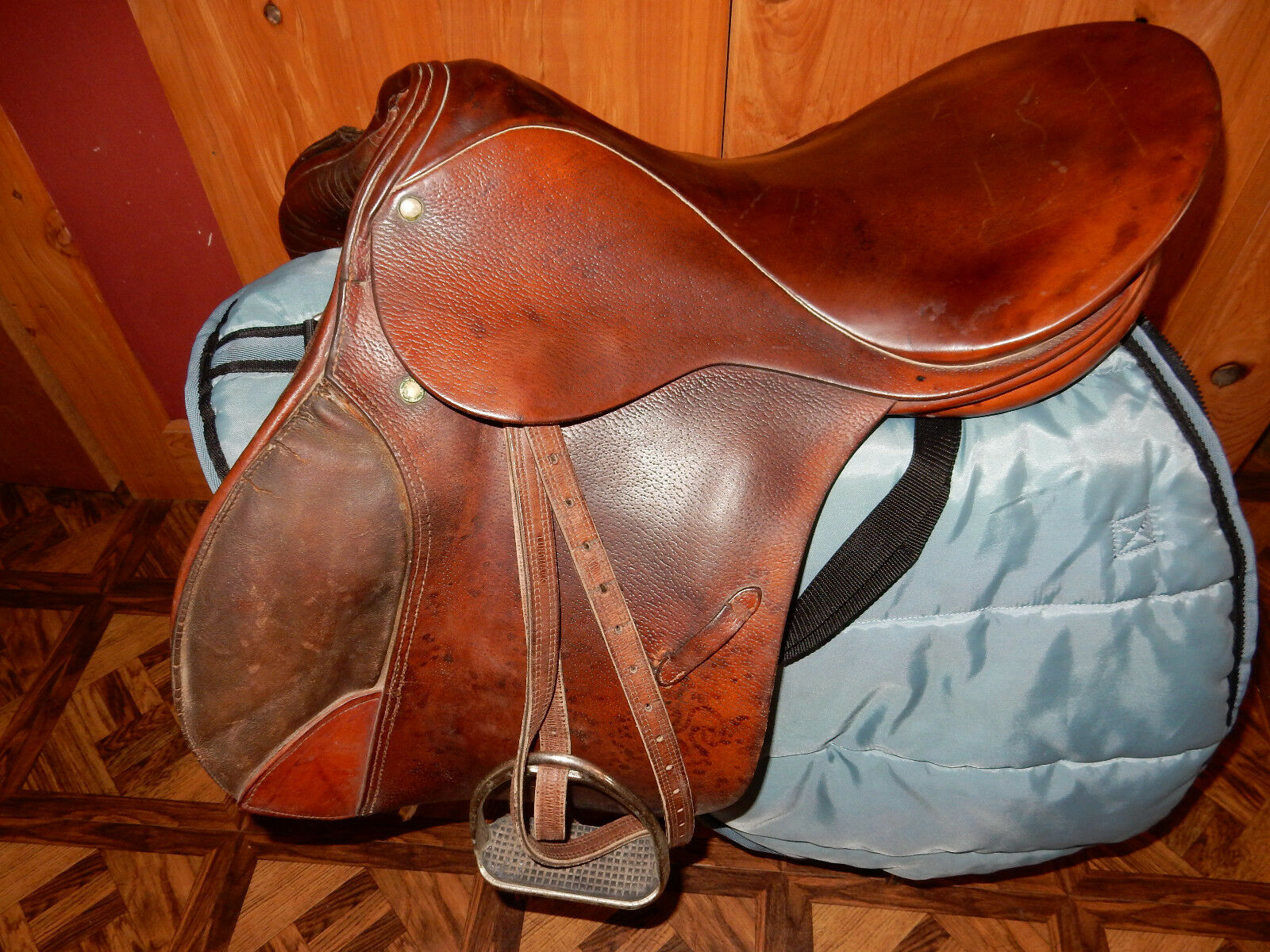 Stubben GmbH 17.5'' CC from Switzerland English Saddle, gorgeous with bluee Cover