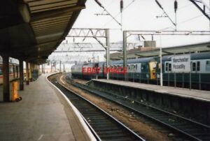 PHOTO-1991-MANCHESTER-PICCADILLY-RAILWAY-STATION-6-CAR-CLASS-304-IN-PLATFORM