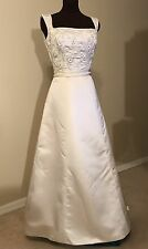 Wedding Dress Gown By Mon Cheri Size 10 in Cream Off White $40