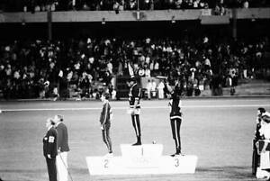 OLD-LARGE-PHOTO-USA-athletics-great-1968-Mexico-Olympic-Gold-Tommie-Smith-1