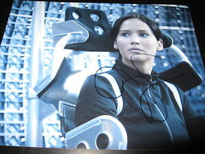 JENNIFER-LAWRENCE-SIGNED-AUTOGRAPH-8x10-CATCHING-FIRE-HUNGER-GAMES-PROMO-COA-J