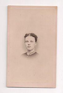 Vintage-CDV-Unknown-Women-Civil-War-Era-D-O-Furnald-Photo-Manchester-N-H