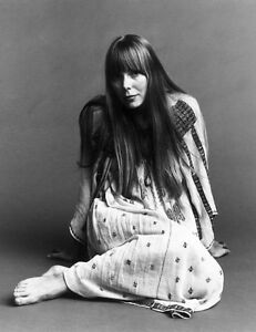 G1074 Joni Mitchell UNSIGNED photo Canadian singer-songwriter and painter